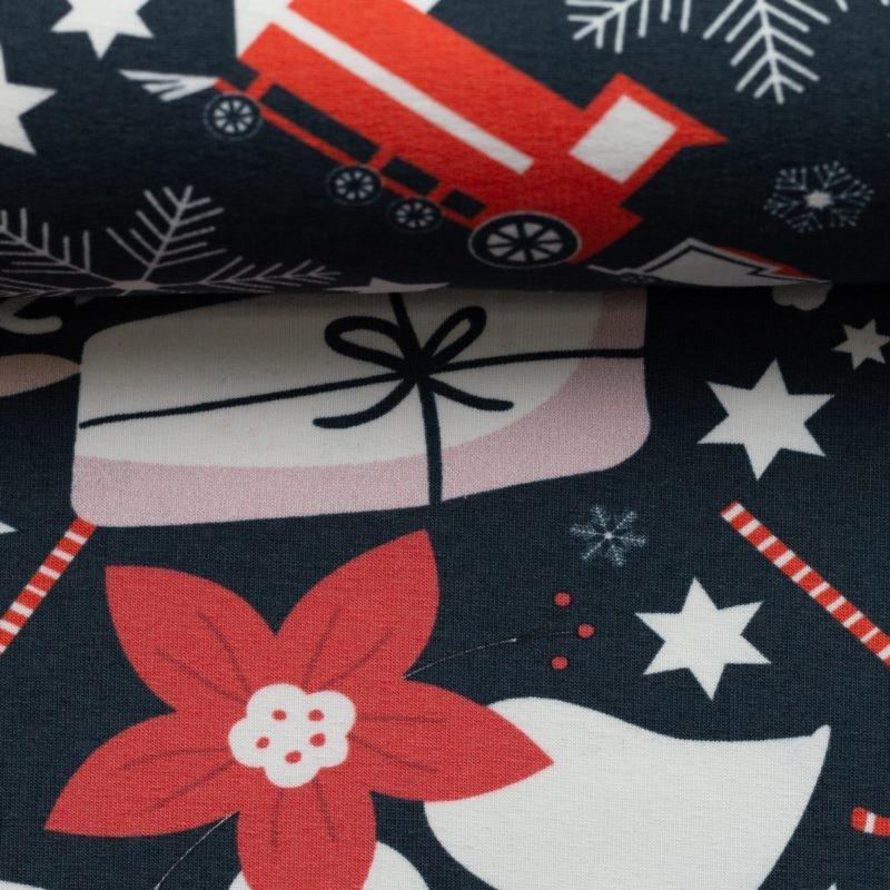 Sweat angeraut - Sweat Stoff - Swafing - Frohe Weihnachten - Rentier, Eisenbahn, Geschenke und Weihnachtsstern auf Dunkelblau Reststück 75cm x 160cm