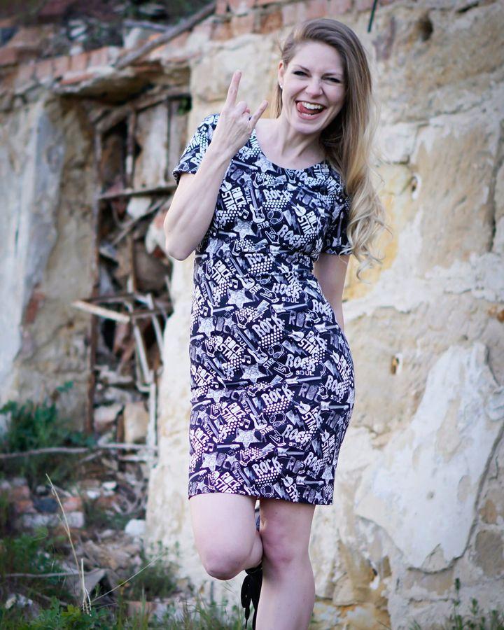 Die liebe Sarah durfte unsere Eigenproduktion Rockstar vernähen und hat sich daraus ein ganz wunderbares Kleid gezaubert!